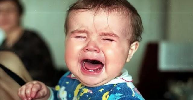 Посетитель кафе приказал молодой матери закрыть рот плачущему восьмимесячному ребенку