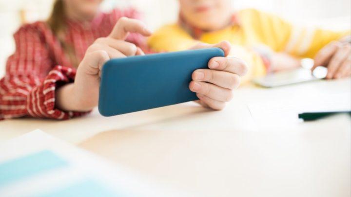 Почему детям до 12 лет не рекомендован мобильный телефон