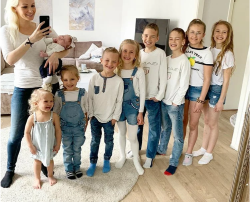 Как выглядит мама 9 детей, которые появились у нее за 13 лет