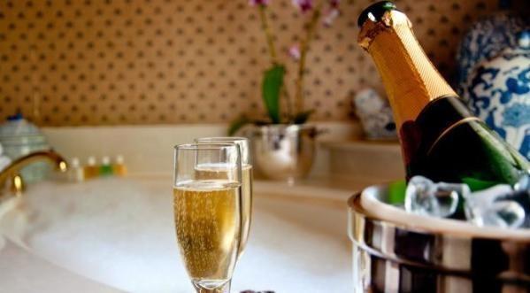 Муж узнал о неверности жены и организовал ей вечеринку-сюрприз