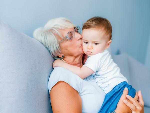 Бабушка устала нянчить внуков и решила больше не пускать их в квартиру. Чем это закончилось