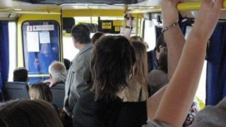 Мы с дочкой ехали в автобусе, когда ко мне обратилась женщина и сказала: «Возьмите дочку на руки, я сяду».