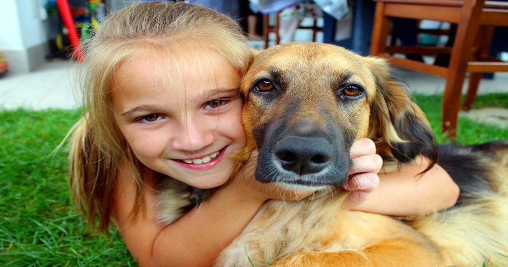 Девочки звали на помощь, но их никто не хотел слышать! Их спасли дворовые собаки