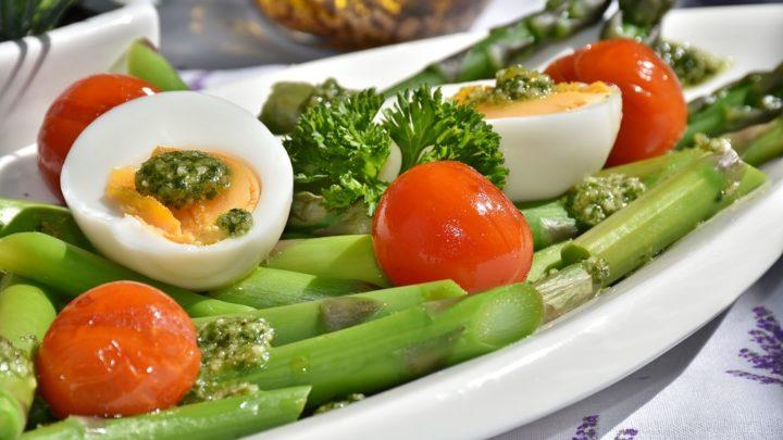 Быстрое маринование помидор на тарелке — никаких пакетов и банок