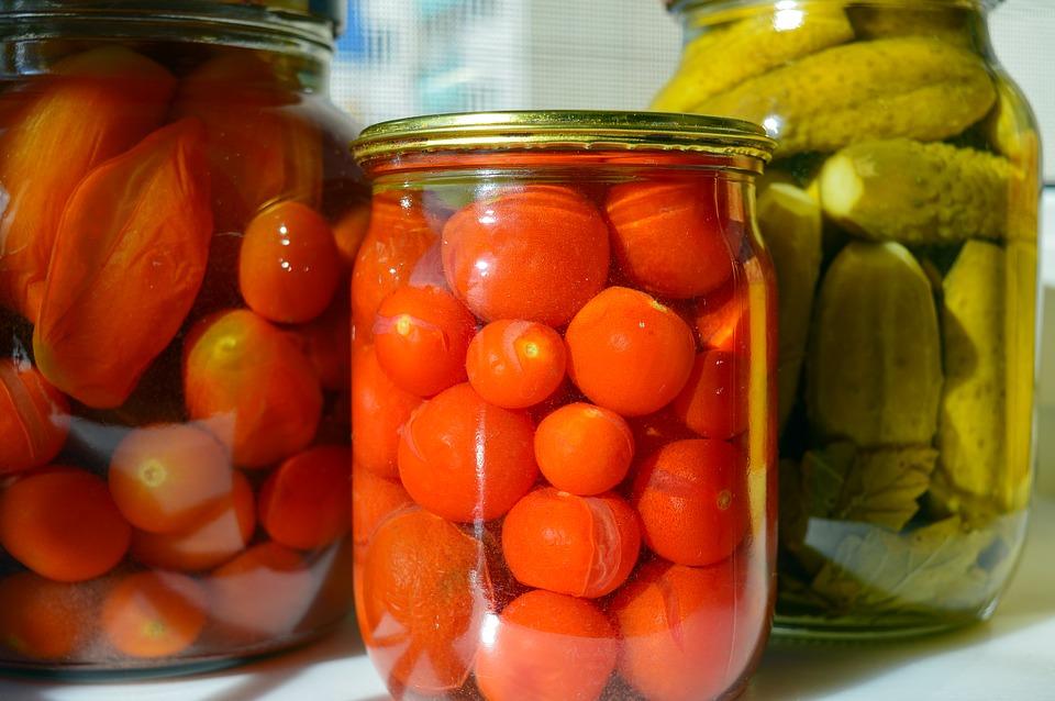 По этому рецепту консервирую помидоры уже много лет подряд — просто объедение!