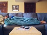 Муж как всегда прилег на диван и в этой позе провел целый день .Я не растерялась и улеглась рядом