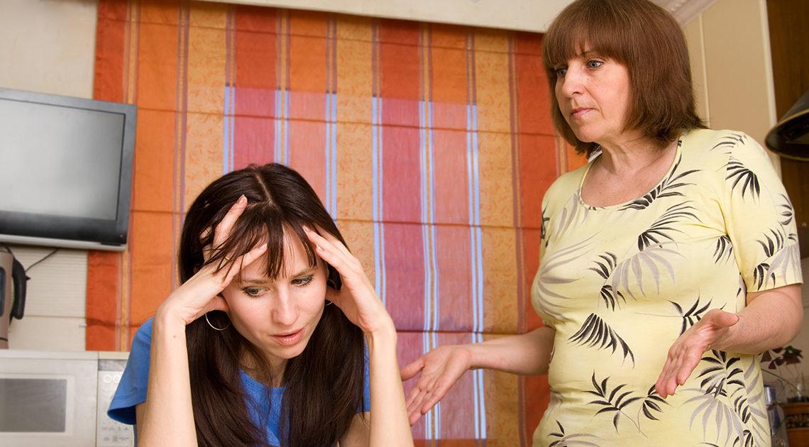 Мама ей сразу же пригрозила тюрьмой, если та не закончит отношения с ее сыном