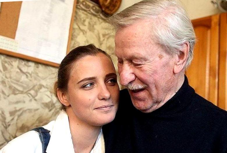 Деньги суженного ее не интересуют! Иван Иванович продемонстрировал свою новую возлюбленную Наталью